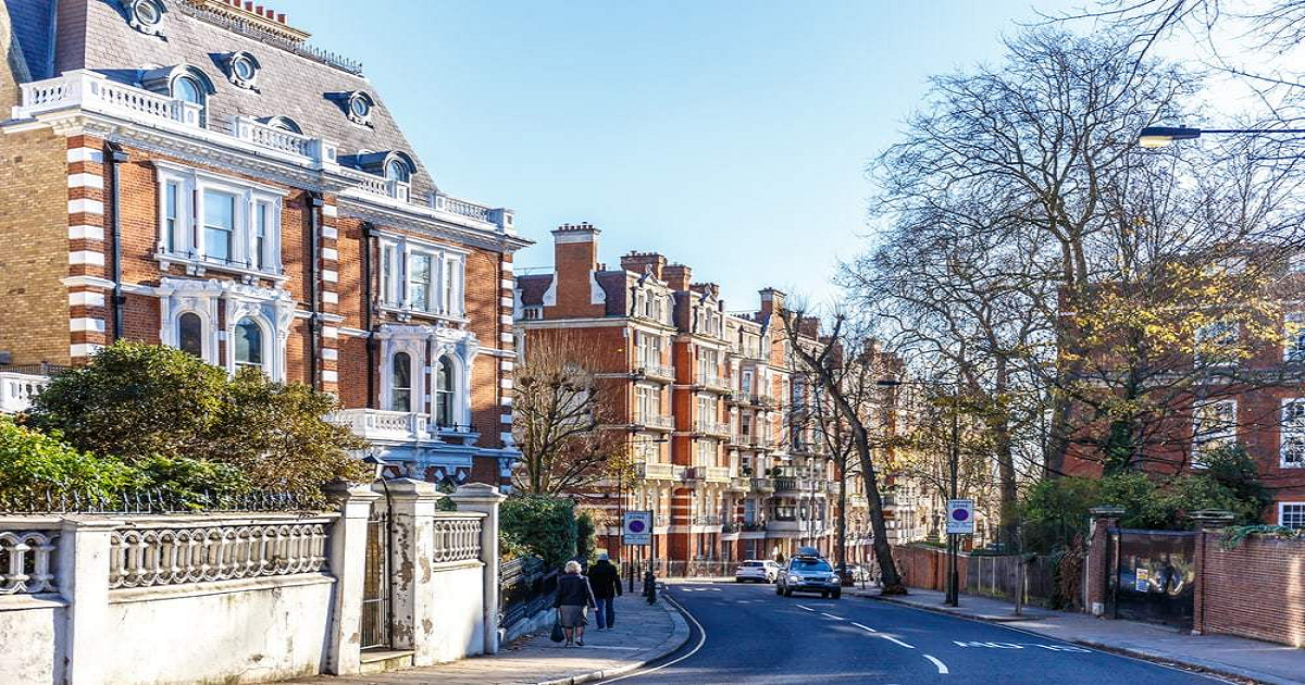 Mayor of London calls for leasehold reform at launch of new guide for owners