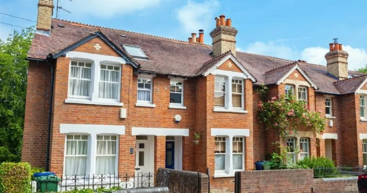 Housing market stagnates with prices up just 0.6% year on year, down month on month